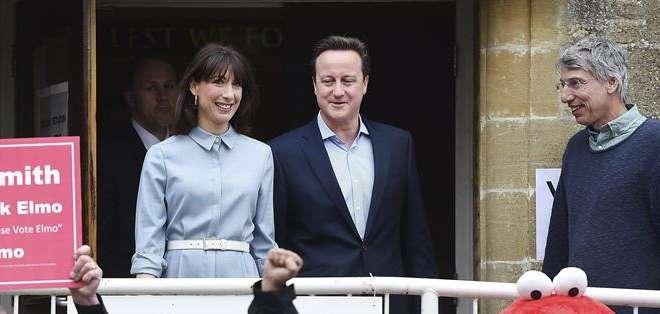 REINO UNIDO.- Casi 50 millones de británicos acudieron a las urnas para renovar a las autoridades. Fotos: EFE