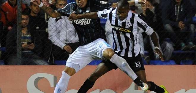 Matías Santos abrió el marcador para Wanderers y Brian Fernández empató para Racing.
