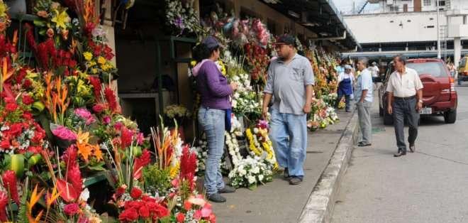 GUAYAQUIL, Ecuador. Arreglos florales y electrodomésticos son los regalos más cotizados por los compradores. Fotos: guayaquil.gob.ec