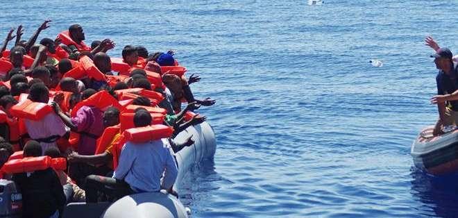Foto de archivo.- El barco había partido de Libia con más de 750 migrantes a bordo antes de hundirse cuando un carguero portugués se aproximaba para rescatar a los pasajeros.