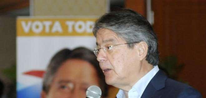 GUAYAQUIL.- El líder del partido, Guillermo Lasso, mencionó que insistirán en el pedido de consulta popular.  Fotos: API