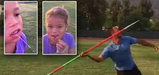 Bryan Clay usó una creativa técnica para extraer un diente flojo de su hija de 5 años.