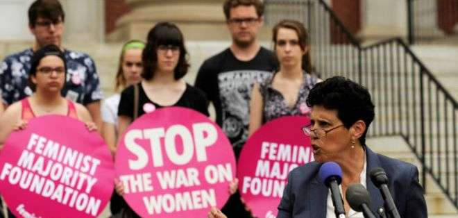Feminists United dice que Mann y otros miembros de la agrupación recibieron 700 mensajes amenazantes a través de Yik Yak.