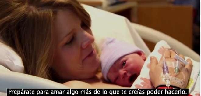 EE.UU.- Este video que da pautas útiles a madres y padres se volvió un fenómeno viral.  Foto: Captura.