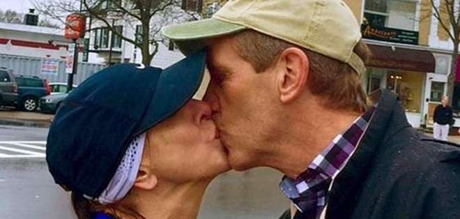 EE.UU.- En la localidad de Wellesley las mujeres tienen como tradición besar a hombres desconocidos. Foto: Web.