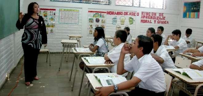 En un inicio, la medida aplica solo para docentes de instituciones educativas que cumplen con dos o más jornadas de trabajo.