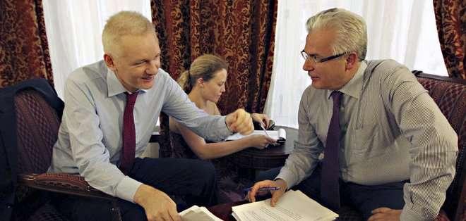 Garzón reacciona así tras conocer el fallo del Supremo sueco de mantener la orden de prisión preventiva dictada en 2010 contra Assange por cuatro presuntos delitos sexuales. Fotos: Archivo