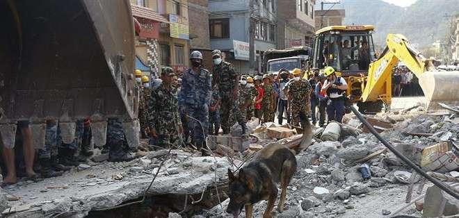 NEPAL. Un nuevo terremoto de magnitud 7,3 golpeó a Nepal, dos semanas después de que un sismo devastara la zona y dejara más de 8.000 muertos. Fotos: EFE