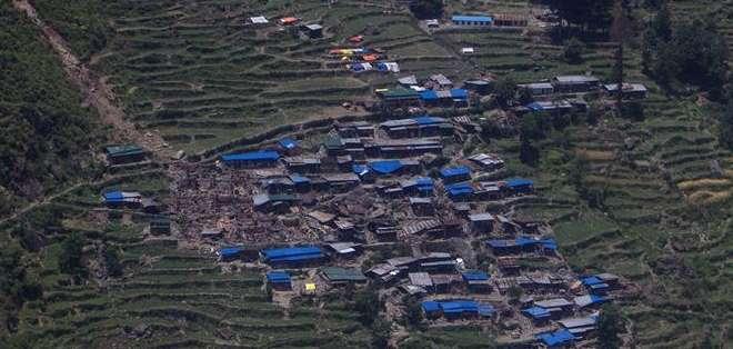 NEPAL.- Poco antes el helicóptero había dejado provisiones en la zona y se dirigía a otro destino. Fotos: EFE