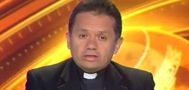 QUITO, Ecuador.- Monseñor Danilo Echeverría durante su entrevista en Contacto Directo. Foto: Ecuavisa