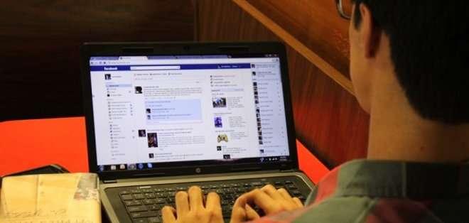 Abre tu sesión de Facebook y dirígete a la página de la aplicación My Top Fans.