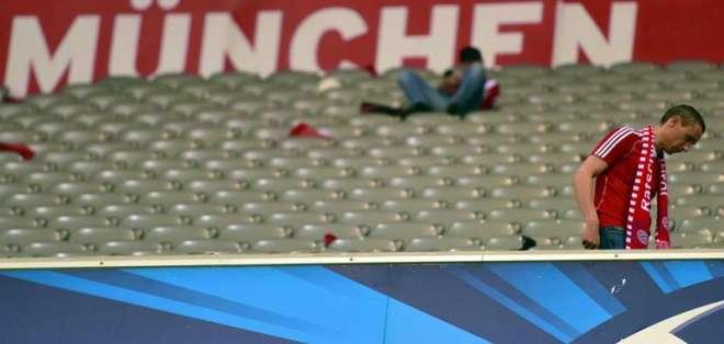 Al final la afición del Bayern abandona el campo de juego (Foto: EFE)