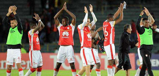 Los jugadores del Santa Fe celebran al final del partido (Foto: EFE)