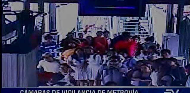 GUAYAQUIL, Ecuador. La noche de este miércoles, se detuvo a una persona que minutos antes habría robado el teléfono a una pasajera, quien presentó la denuncia.