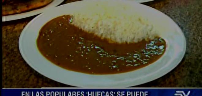 Victoria González es la propietaria del local y ella muestra paso a paso la magia de cocinar un espectacular arroz con menestra.