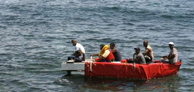 La Estación de Búsqueda y Rescate de Yucalpetén ordenó zarpar a una embarcación ligera tipo RIBH (inflable de casco rígido) para dirigirse a zona.