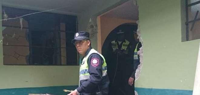 QUITO, Ecuador.- Los organismos de socorro trasladaron a los afectados a casas de salud; se registran varios daños materiales. Fotos: COE Metropolitano