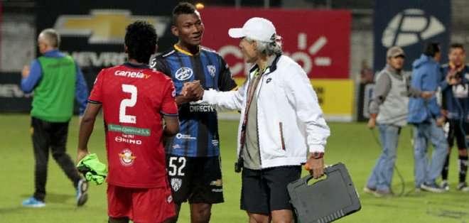 Zambrano cuestiona la edad de Bryan Cabezas de Independiente. Foto: API.