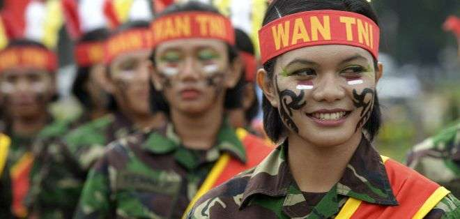 La virginidad de las mujeres indonesias reclutas es un asunto de seguridad nacional, ha dicho un portavoz de las Fuerzas Armadas.