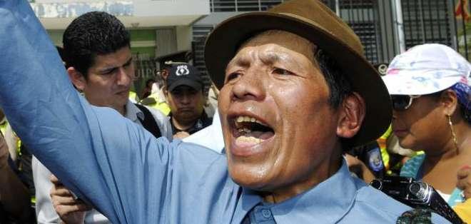 ECUADOR.- Las manifestaciones, efectuadas en Guayaquil y Riobamba, desembocaron en las oficinas del IESS. Fotos: API