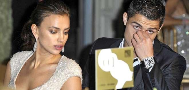 Según el tabloide, la novia de Bradley Cooper descubrió en el celular del futbolista la lista con los nombres de sus amantes.