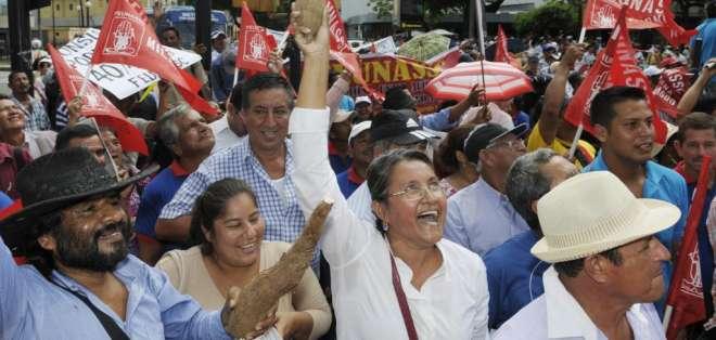 Los afiliados al Seguro Social campesino marcharon en Riobamba y Guayaquil. Foto: API