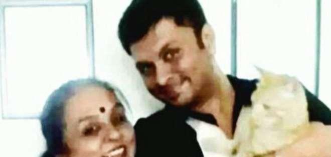 """Padma busca un hombre """"bien situado, vegetariano y amante de los animales"""" para su hijo."""