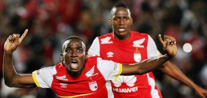 El jugador de Santa Fe Dayron Mosquera celebra su gol ante Internacional de Brasil (Foto: EFE)