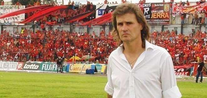 """El """"Poeta"""" volverá a dirigir en Ecuador."""