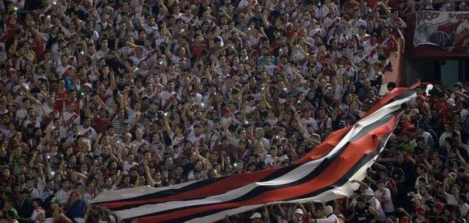 La hinchada de River llenó el estadio, querían ver a su equipo ganador (Foto: EFE)