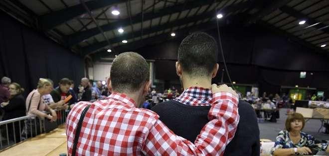 IRLANDA.- Con un tercio de las circunscripciones escrutadas, el sí iba por delante con 62,4% contra 37,6%. Fotos: AFP