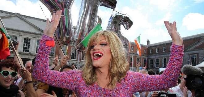 """IRLANDA.- """"¡Es fantástico ser irlandés!"""" dijo Rory O'Neill, de nombre artístico """"Panti Bliss"""", la drag queen más famosa de ese país. Fotos: AFP"""