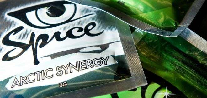 La droga de laboratorio Spice se conoce también como marihuana sintética.