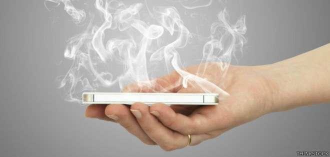 ¿Tu teléfono inteligente echa humo? Los motivos pueden ser varios.