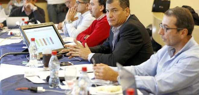 Los comuneros de Tarqui se reunieron para protestar contra el proyecto minero Loma Larga. Fotos: Presidencia.