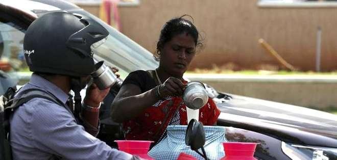 INDIA. La ola de calor se debe a la confluencia de un aire seco del noroeste y un área de presión atmosférica relativamente baja en el este. Fotos: EFE