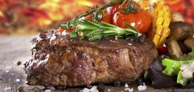 En el sur de Estados Unidos, hacer carne a la barbacoa implica ahumarla lentamente.