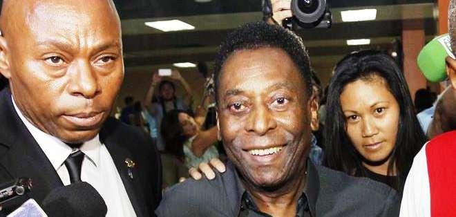 Pelé a su llegada a La Habana, en medio de medidas de seguridad (Foto: EFE)