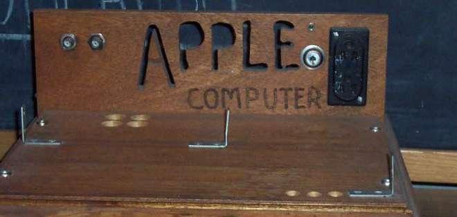 TECNOLOGÍA.- Solo se fabricaron unos 200 Apple I, en 1976, por lo que se convirtieron en objetos de colección. Foto: Agencia