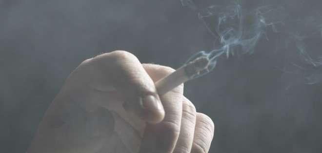 Según una de las asistentes sociales, nunca había visto una casa con tanto humo, al punto que incluso a ella se le dificultaba respirar cuando la visitaba.