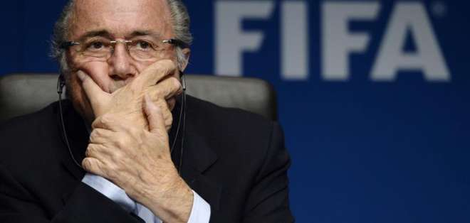 Blatter puso su cargo a disposición.