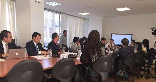 QUITO, Ecuador.- La comisión legislativa aprobó el informe con el veto enviado por el Ejecutivo. Foto: Jacqueline Rodas / Ecuavisa