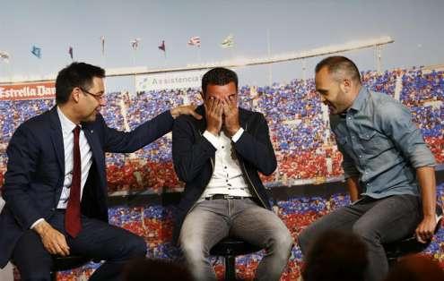Xavi derramó lágrimas tras escuchar a su amigo y compañero Andrés Iniesta. Foto: EFE.