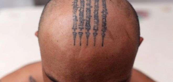 Se dice que los poderes mágicos de los tatuajes de Tailandia son más fuertes si se hacen en la cabeza, la parte del cuerpo más sagrada para los budistas.