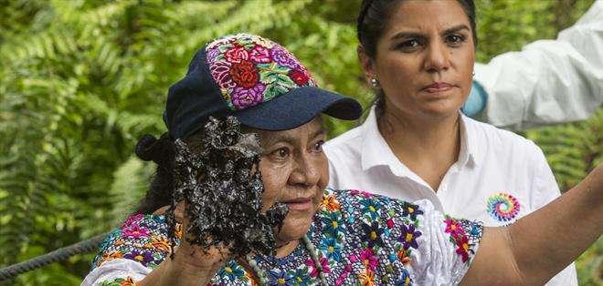 SUCUMBÍOS, Ecuador.- Rigoberta Menchú se sumó a la campaña que desde hace unos tres años mantiene el Ecuador contra la petrolera Chevron. Fotos: EFE.