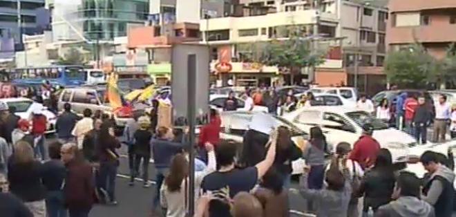 En Quito, los manifestantes se autoconvocaron a través de redes sociales para protestar.