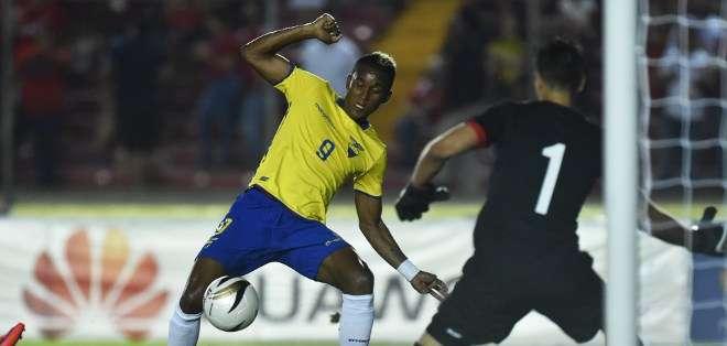 PANAMÁ.- Tras el cotejo, Ecuador viajará el domingo a Santiago para entrenarse en el complejo del Colo Colo. Fotos: AFP