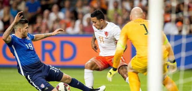 Estados Unidos logró remontar un marcador adverso en los últimos dos minutos. Foto: EFE