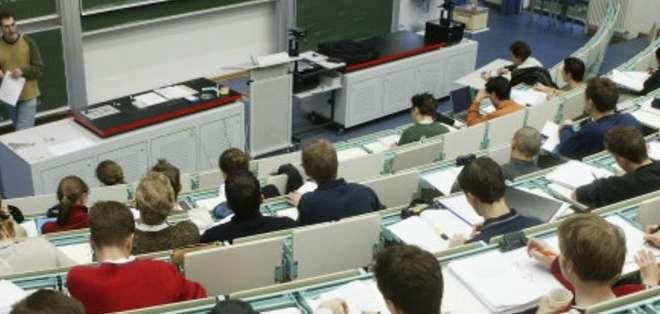 Cada vez más estudiantes extranjeros cursan estudios universitarios en Alemania, donde ellos tampoco tienen que pagar matrícula ni colegiatura.
