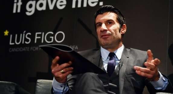 Figo dijo que prefiere recordar a Maradona como jugador.